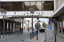 Karstadt-Überführung mit Blick zum Wertheim-Brunnen und Stadttheater