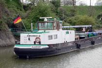 Bunkerboot im Eisenbahnbassin