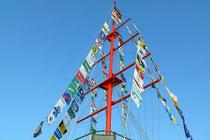 Mai 2009 - Der Ruhrorter Flaggenturm an der Mühlenweide wurde nach gründlicher Renovierung im Rahmen eines Flaggenfestes, zu dem der Förderverein Maritimes Ruhrort und der Ruhrorter Bürgerverein geladen hatten, neu beflaggt.