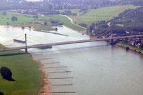 Die A40-Rheinbrücke in Essenberg.