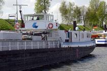 Schiffe im Hafenkanal