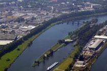 Die Ruhr mit dem Ruhrwehr und der Ruhrschleuse.