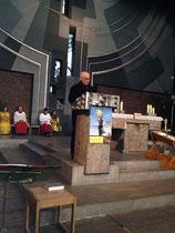 Gerhard Ehrenreich hält eine Rede...