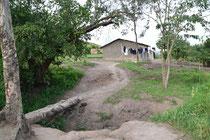 Blick von der Schule in Richtung Jungenschlafsaal