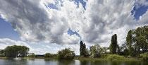 Dramatische Wolken am Bodenseeufer vor Moos 190613-206
