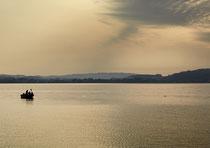 Fischerboot vor Unteruhldingen im Morgenlicht 170828-370V