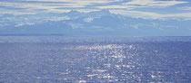 Blick von Friedrichshafen, über den See in die Schweizer Berg 121030-010