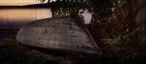 Umgedrehtes Ruderboot am Ufer der Reichenau 191112-139P
