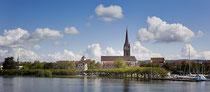 Radolfzell Münster und Uferanlagen vom See aus gesehen 190613-135