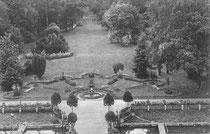 Zierbeet an der Südterrasse des Schlosses im Jahr 1905