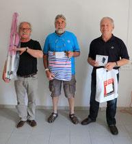 De gauche à droite : Michel Arnaud (4ème prix) Mr Lameyse (15 ème prix) et Gérard Robert (3ème prix)