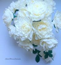 Bouquet de fleurs en papier crépon couleur ivoire ,décoration mariage