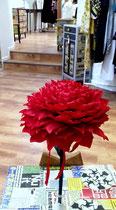 Fleurs géante en papier crépon atelier création Maria'S