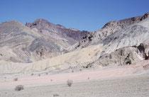 Neben Mineralien, wie Talkum und Borax ist das Death Valley auch reich an anderen Metallen, wie beispielsweise Gold und Silber.