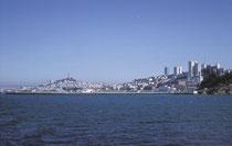 San Francisco. Die Belle of the Bay, wie die Stadt auch liebevoll genannt wird, ist wohl eine der schönsten und interessantesten Städte der der USA. 1963 war sie das Zentrum der Hippies und der Soulmusik aber auch des Beach Boy Sounds.