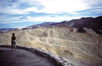 Der Zabriskie Point ist ein Aussichtspunkt im Gebiet des Gebirgszugs der Amargosa Range im Death-Valley-NP. Er wurde benannt nach  Christian Brevoort Zabriskie, dem Vizepräsidenten Pacific Coast Borax Company (beauftragt mit dem Boraxabbau im Gebiet).
