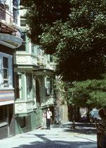 """Auch die Reise im Jahre 1982 begann in San Francisco. Jacques Berchten Schweizer Grafiker und Taxifahrer in San Francisco zeigte uns """"seine"""" Stadt, besonders auch viktorianische Häuser aus der Goldgräberzeit, Mitte des 19. Jahrhunderts."""
