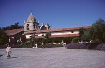 """Beim Besuch im Garten der """"Mission San Carlos Borromeo de Carmelo"""" aus dem Jahre 1770, in Carmel-by-the-Sea, sahen wir wiederum Kolibris, wie bereits bei meinem Besuch der Mission Santa Barbara im Jahre 1963 (vgl. Galerie USA II)."""