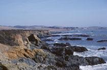Manchmal sieht die Küste etwas schroff, wild und abweisend aus…