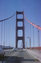 Über die 25m breite Golden Gate Bridge gelangt man nach Sausalito, mit seinen Boutiquen, Galerien, dem Yachthafen und mehr als 400 bewohnten Hausbooten ein beliebtes Ausflugsziel am nördlichen Ende der Brücke.