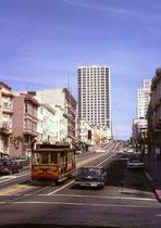 Eine Sehenswürdigkeit in der Innenstadt sind die Cable Cars, die 1870 zur Überwindung der steilen Strassen entwickelt wurden. Heute fahren nur noch drei Linien. Sie dienen hauptsächlich als Touristenattraktion und weniger als Verkehrsmittel.