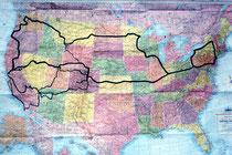 Die schwarzen Linien auf der Karte der USA zeigen, wo ich in den Jahren 1963 und 1964 gewesen bin. 1966 habe ich von Südkalifornien aus u.a. erneut den Yellowstone NP und den Nordwesten besucht und 1994 war ich in Florida.