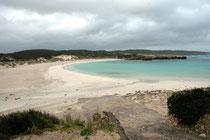 Die Hanson Bay hat dem benachbarten, rund 20 km2 grossen Hanson Bay Sanctuary im Süden des  Kangaroo Island den Namen gegeben. Es ist dies einer der besten Plätze um seltene Vögel und Beuteltiere sehen zu können.