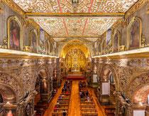 """""""Gold wohin das Auge blickt"""": Das Innere der Kirche San Francisco ist verziert mit Tonnen von echtem Blattgold, 23 Karat. Allerdings ist fotografieren verboten. Deshalb hier ein Wikipedia-Bild (Foto: Diego Delso)."""