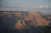 Der Grand Canyon selbst ist vermutlich etwa 5 bis 6 Millionen Jahre alt, wobei der Hauptteil der Tiefenerosion in den letzten zwei Mio Jahren erfolgte. Ergebnis dieser Erosion ist der Einblick in eine der vollständigsten Schichtenabfolgen unseres Planeten