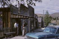Virginia City, Montana. 1863 gab es dort erste Goldfunde, 1864 lebten bereits etwa 9000 Menschen in der Stadt. Heute ist Virginia City jedoch eine Geisterstadt und eine Touristenattraktion mit teilweise restaurierten Häusern.