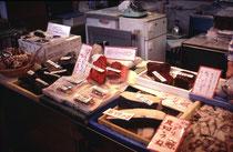Walfleisch in der Auslage auf dem Fischmarkt in Shimonoseki (es ist billiger als Rindfleisch). Kurs: 117 japanische Yen = 1.- Fr.