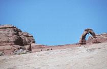 Delicate arch, das Wahrzeichen Utah ist etwa 20 m hoch. Frank Beckwith, der Führer der Arches National Monument Scientific Expedition gab 1933 dem Bogen seinen jetzigen Namen.