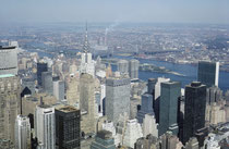 Hier ein Blick auf New York vom  Empire State Building, damals das höchste Gebäude der Welt, (Die erst 1973 eröffneten Twin Towers des World-Trade Centers existierten noch nicht). (Das Bild machte ich erst 1964, beim Ende meines Studienjahres in den USA).