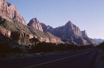 Am nächsten Tag ging es vom Zion NP– wiederum mitten durch pittoreske Landschaft – weiter in Richtung Cedar Breaks National Monument.