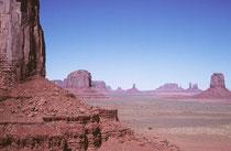 Das Monument Valley diente auch oft als markante Filmkulisse (z.B. Zurück in die Zukunft, Thelma & Louise, Forrest Gump, Planet der Affen,  Easy Rider, der schwarze Falke, Stagecoach, Spiel mir das Lied vom Tod und viele andere).