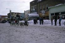 Bei der Rahmenveranstaltung zu unseren Rennen in Steamboat Springs fand eine Schlittenhunde-Demonstration statt. Dazu wurde die Hauptstrasse mit Schnee zugedeckt. Für mich war das sensationell. Ich hatte so etwas vorher noch nie gesehen.