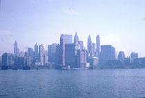Am Hafen holte mich Hans Zimmermann, ein Geografielehrer und mein Reisekamerad, ab und zeigte mir ein paar Sehenswürdigkeiten (8th Avenue, Broadway, Times Square, Empire State Building), aber Prorität hatte der Kauf eines Autos (Rambler 1959 für 595 $).