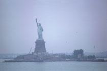 Am 23. Juli 1963, begrüssten alle auf Deck die Freiheitsstatue im Morgennebel. Sie wurde 1886 von Frankreich den Vereinigten Staaten geschenkt und ist seit 1984 als UNESCO-Weltkulturerbe klassifiziert.