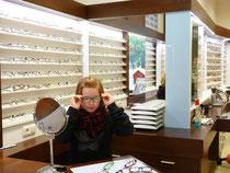 ...lassen Sie Kinder die Brillen in Ruhe ausprobieren. Denn eine Brille wird nur getragen, wenn Sie auch gefällt und nicht drückt.
