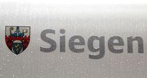 Wappen und Namenszug am ICE 3, natürlich regnet es im Siegerland (Anfnahme: Margit Kemper, Siegen)