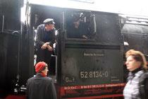 Einzige Dampflok vor Sonderzügen war die DR-Reko 52 8134 der Eisenbahnfreunde Betzdorf (Aufnahme: Irmine Skelnik, Siegen)