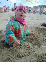 Joelle findet Sand toll egal was für ein Wetter ist