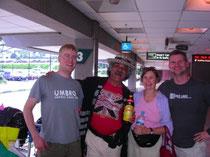 Die Alvarez am ersten Tag am Flughafen
