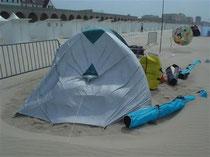 Das Zelt blieb gerade noch stehen