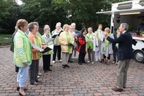 Der Chor aus Ihlienworth, Odisheim +Steinau trug ein selbstgeschriebenes Milchweglied vor