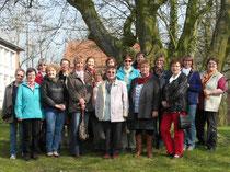 17 Frauen auf Museumstour durch Otterndorf