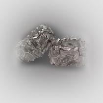 Bandringe in Silber, Engel mit ihren Flügeln reihen sich aneinander.
