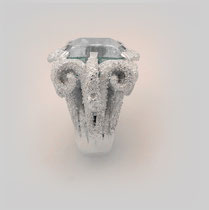 Märchenhafter, großer verschnörkelter Ring in Silber mit leuchtendem, rechteckigem Aquamarin.