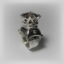 Figuraler Ring in Silber, opulent wirkend, mit in einer Krone gefasstem Rauchquarz.
