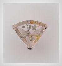 Ring in Silber mit seltenem Quarz. Seine runden Rutile leuchten in metallischen Farben.